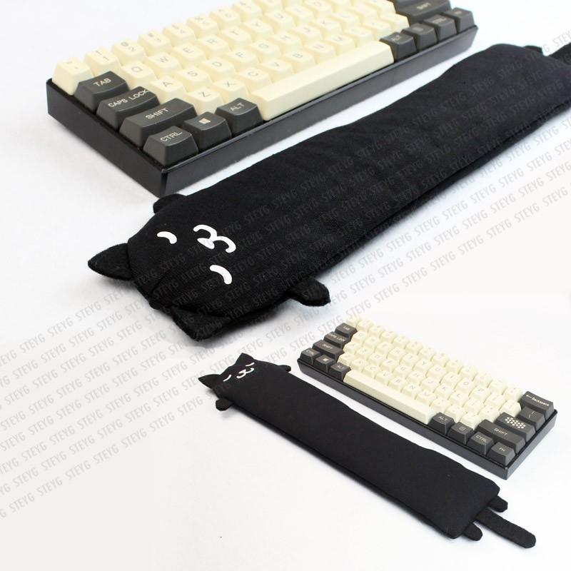 Polssteunen zijn er in verschillende formaten. Deze is voor een korte toetsenbord (zonder numpad rechts) of mechanical keyboard.